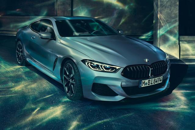 画像: BMW M850i xDrive First Editionは、マット調のボディカラー「フローズンバルセロナブルー」を採用。