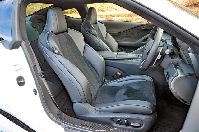 画像: スポーツ走行からクルージングまで、あらゆる走行シーンで楽しく快適なドライビングを提供するシートを採用。