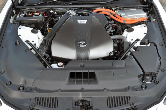 画像: 写真の3.5L V6マルチハイブリッドのほか、レクサスのスポーツモデルで実績のある5LのV8自然吸気エンジンも設定。