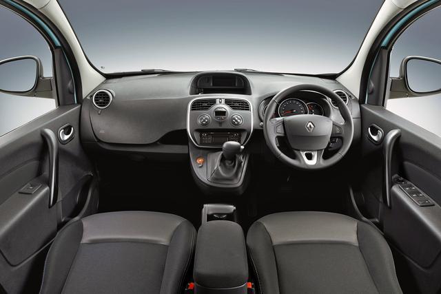 画像: インテリアは基本的にベース車と変わらない。