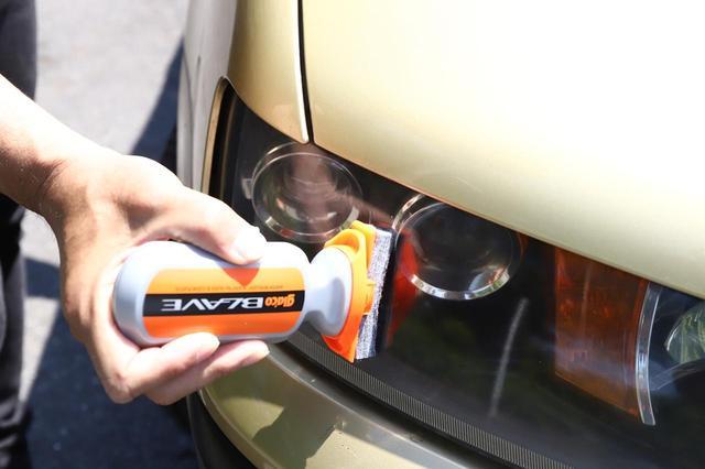 画像: 最近のクルマのヘッドライトは樹脂製がほとんど。バイクのシールド用コーティング剤を流用することもできる。