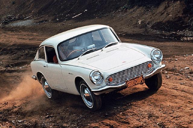 画像: 1965年の2月にはリアにハッチゲートを持つS600クーペも追加発売された。