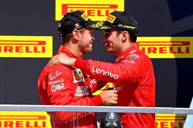 画像: トップでフィニッシュしたものの2位となったセバスチャン・ヴェッテル(左)と3位に入ったシャルル・ルクレール。表彰台でもヴェッテルの怒りはおさまらなかった。