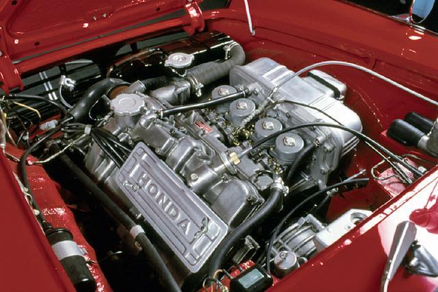 画像: S500の531ccから75ccアップした606ccのエンジンはCVキャブレターを4連装し57psと5.2kgmを発生した。