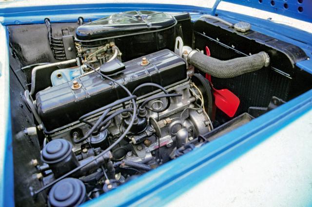 画像: 直4OHV・GB4型1900ccはスカイライン1900より3ps高い94psを発揮。これはグロリア用のパワーアップ版エンジンを積んでいたためである。