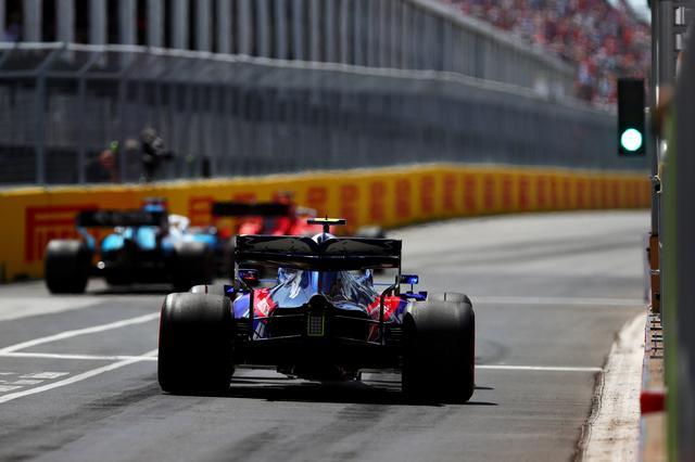 画像: スタート直後の接触でレースにならなかったアルボン。ロングラン走行で終盤のバトルに備えたが上位進出のチャンスは訪れなかった。