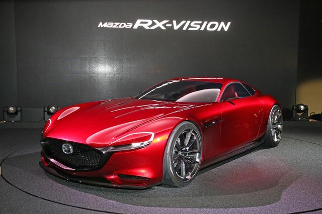画像: 2015年の東京モーターショーに出展された「RX-VISION」。次世代ロータリーエンジン「SKYACTIV-R」を搭載したFRスポーツを開発中であることを世界に知らしめた。