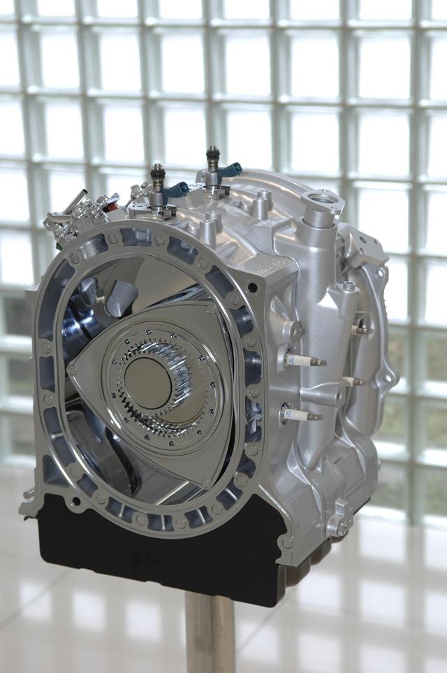 画像: 次世代REとして2007年東京モーターショーで登場した「16X」。偏心量を多くし、直噴、総アルミハウジングなど新技術を多く盛り込んだ。