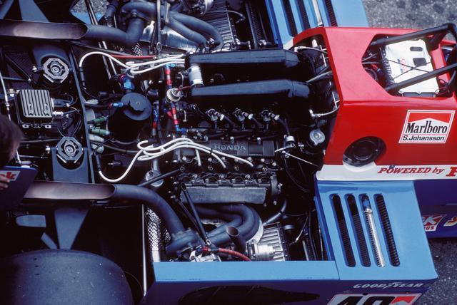 画像: F1活動第2期のデビューエンジンとなった1.5L V6ツインターボ Honda RA163E。当初ターボチャージャーはKKK製だったが、後にIHI製に変更されている。最高出力は600ps以上とされていた。
