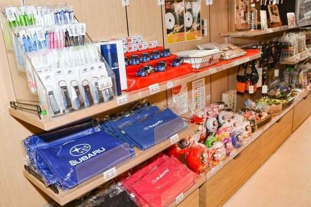 画像: 太田強戸PAはスバルの工場のある太田市の北にある。ペンやキーホルダーなどのスバルのオフィシャルグッズも販売されている。