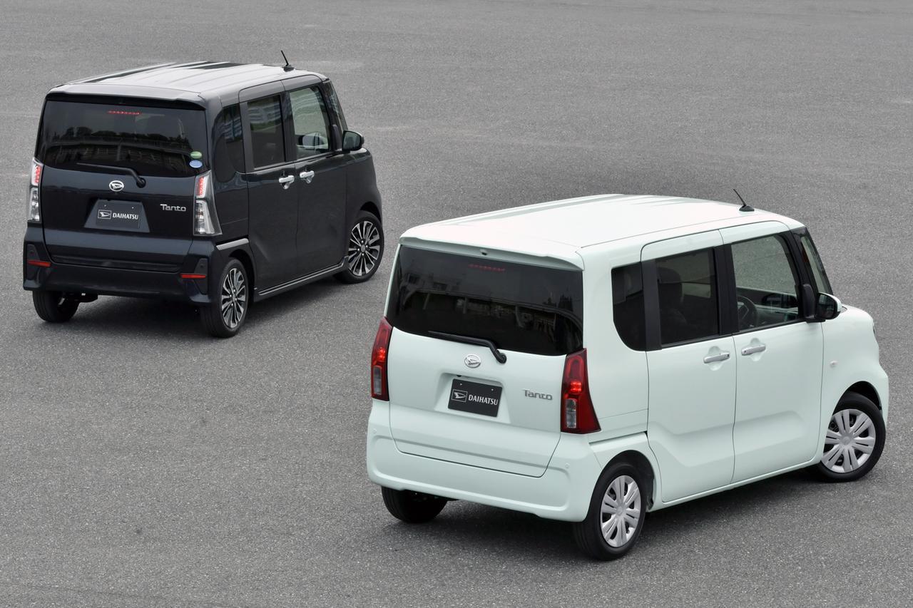 画像: 現行型と同様に標準のタント(右)とワイルド系のタントカスタム(左)を設定。ボディカラーは新色のアイスグリーンとパールブラック。