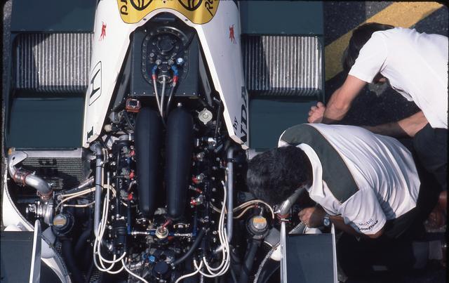 画像: 1983年のHonda RA163Eに続き、1984年はその進化型のHonda RA164Eを投入。当初はターボラグが大きく、扱いにくいものだったが、グランプリ参戦をとおして熟成が進められていった。