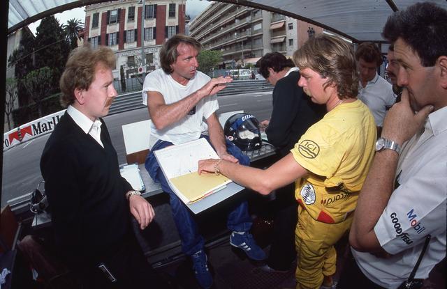 画像: ドライバーはジャック・ラフィー(左から2番目)とケケ・ロズベルグ(右から2番目)。