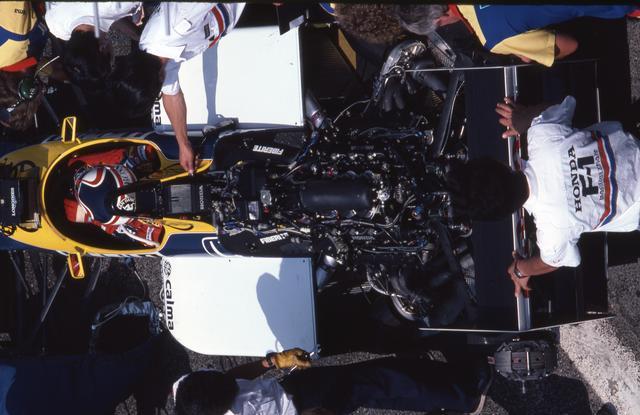 画像: 1986年仕様のHonda RA166E 1.5L V6ツインターボエンジン。レースで燃料使用量が220Lから195Lへと制限され、燃費性能も求められるようになっていたが、ホンダエンジンはさらに強さを発揮。予選では1500psに達するとも言われた。