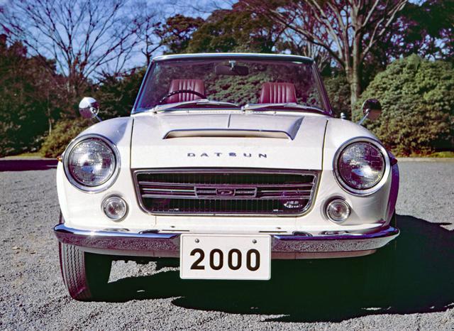 画像: 大きな目に大きなフロントグリル。現代のスポーツカーにはない表情の豊かさ。