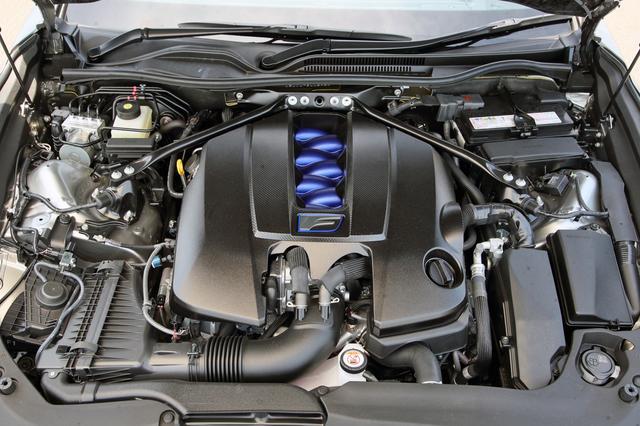 画像: 最高出力を4psアップの481psとしたほか、エアクリーナー形状の変更による吸気性能の向上とスロットル制御の改良により、アクセルレスポンスを向上。