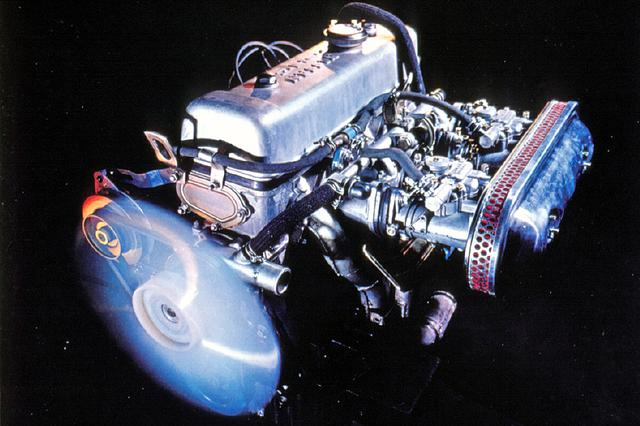 画像: 当時としてはとび抜けた145psを発生するU20型エンジン。カウンターフローSOHC直4に44φソレックスを2連装。
