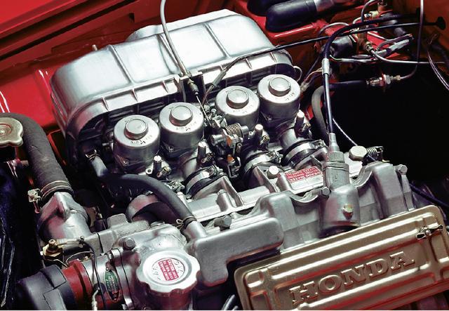 画像: エンジンは791ccにスケールアップし、パワースペックもS600用より13psと1.5kgm向上した。