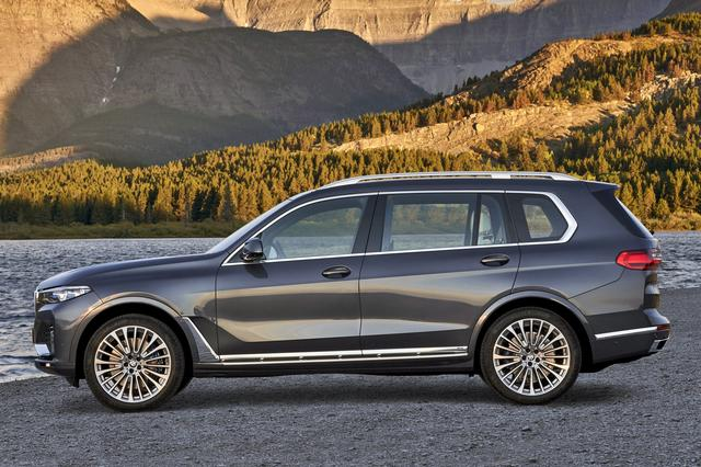 画像: 全長は5.1mオーバー、ホイールベースも3.1mという、BMW最大のモデルだ。