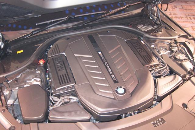 画像: M760Liに搭載される6.6L V12ガソリンツインターボエンジン。