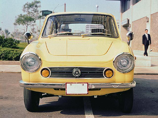 画像: この当時の車のボディラインには優しさが感じられた。柔らかい曲線を多用したフロンテにはそれがよくマッチしていた。