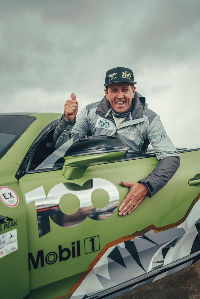 画像: ベントレー・コンチネンタルGTをドライブしたリース・ミレン。