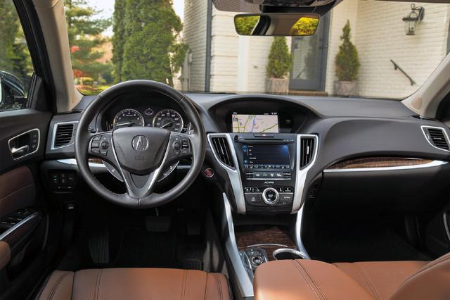 画像: コクピットもプレミアムブランド車ならではの上質感とスポーティ感を両立させた感じと言えるだろう。10ウェイパワーシートは標準装備。