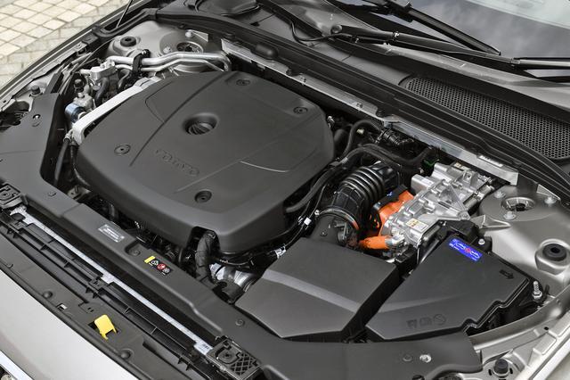 画像: ターボ&スーパーチャージドの2L 直4DOHCは単体でも253ps/350Nmもあるから十分パワフル。
