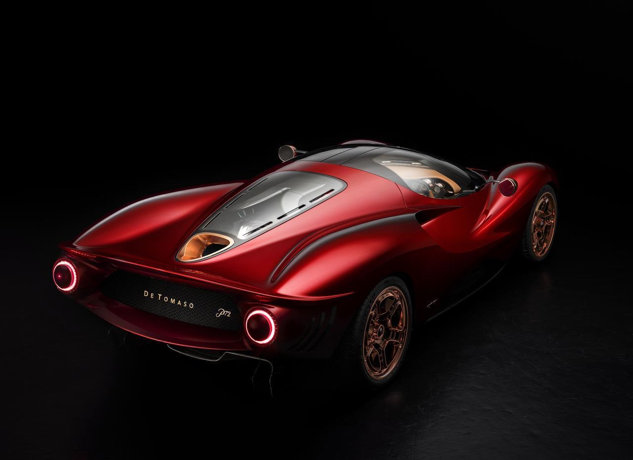 画像: リアビューはフロントに比べると現代的。エンジンは現段階では公表されていないが、グッドウッドフェスティバルではV12が搭載されいている模様。(Photos by G.F. Williams)