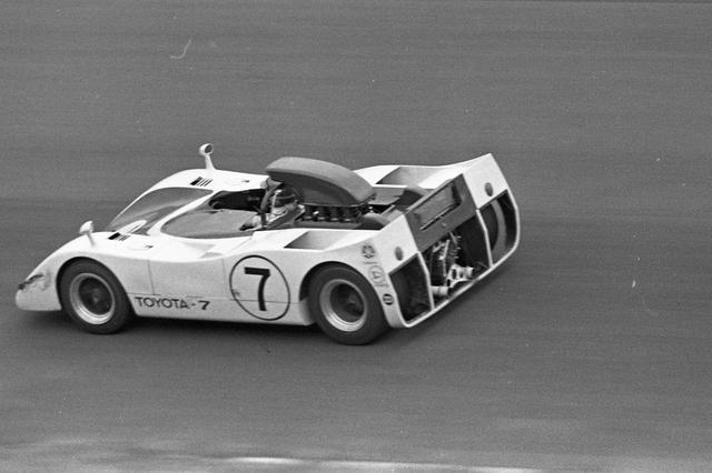画像: ポルシェの元ワークスドライバー、ビック・エルフォードがステアリングを握った7号車のトヨタ7。予選6位、決勝は4位だった。