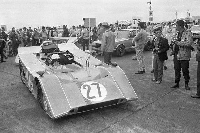 画像: 27号車米山二郎/西野政治組の「いすゞR7」。予選13位、決勝16位。R7にはベレットの名前はつかない。津々見友彦ドライブの26号車は予選15位、決勝15位。
