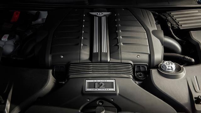 画像: 最高出力635ps/最大トルク900Nmを発生する6リッターW12エンジン。
