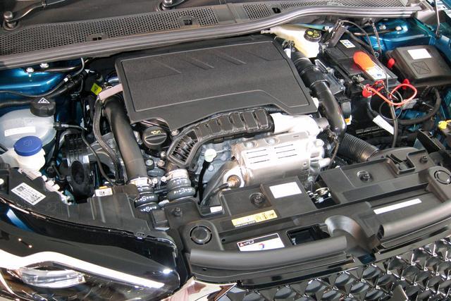 画像: 1.2L 3気筒ターボのピュアテックエンジンを8速ATと組み合わせる。