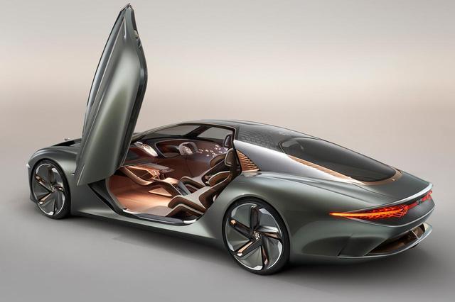 画像: Bentley EXP 100 GTのドアは跳ね上げ式で、開口部を大きく乗り降りもしやすくしているという。