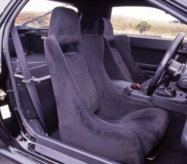 画像: マツダ787Bにヒントを得た手縫いのフルバケットシートはアンフィニ3から採用された。
