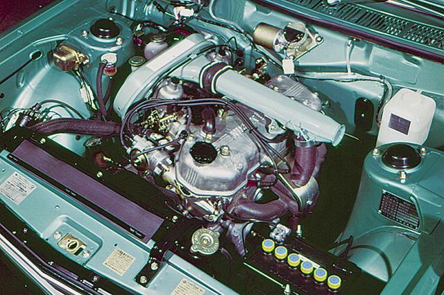 画像: エンジンは旧プリンスの流れをくむG20型。SUツインキャブによって125psを発生する。低回転域ではトルクがあったが高回転域での振動が大きかった。