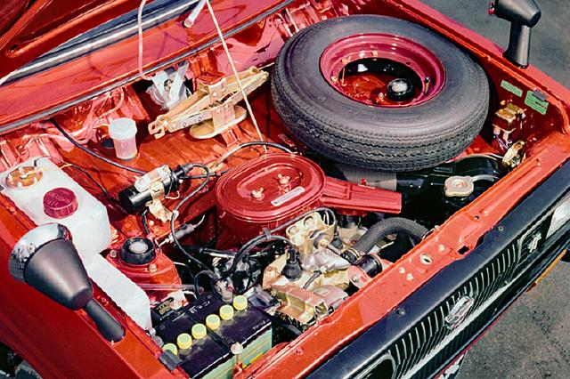 画像: フェローMAX SS最大の魅力は軽自動車最大のパワーを引き出したこの40psエンジンにあった。2サイクル2気筒で圧縮比はなんと11.0。