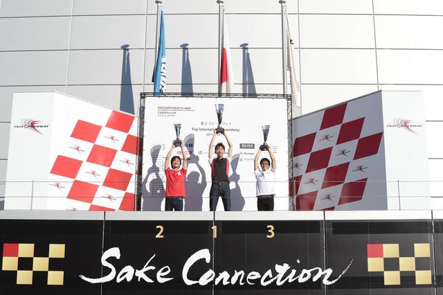 画像: Eスポーツレーシングには全国から550名が参戦。決勝での上位3名は実際の表彰台に上がり記念撮影もできた。