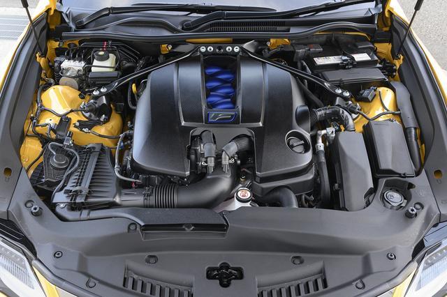 画像: RC Fは、5L V8エンジンを搭載。エンジンと車両を繋げるエンジンマウントも専用に新設計し振動、騒音を低減した。