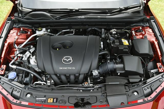 画像: パワートレーンは写真の2Lガソリンの他に1.5Lガソリン、1.8Lディーゼル、スカイアクティブXを用意する。