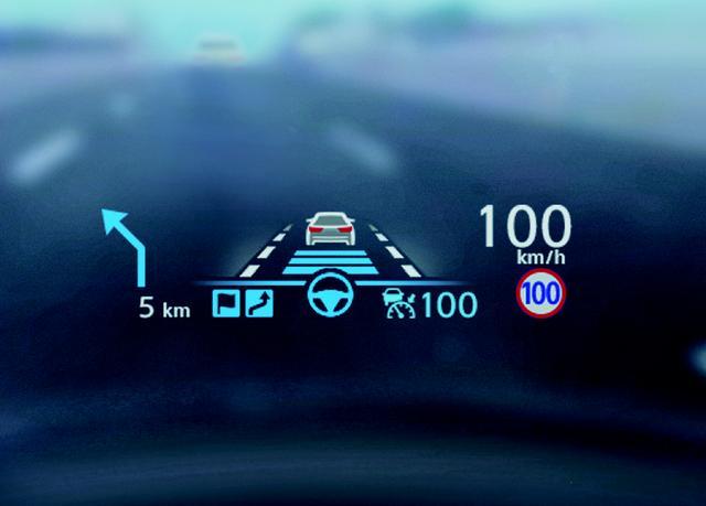 画像: ナビと連動して高速道路上の走行を支援するのが「プロパイロット2.0」。HUD(ヘッドアップディスプレイ)で情報も把握しやすい。