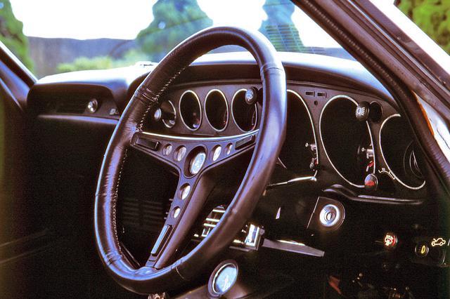 画像: 他グレードのインパネにはウッド調やブラウン系のパネルなどが配されていたのに対し、GTのインパネまわりはブラックで統一されていた。