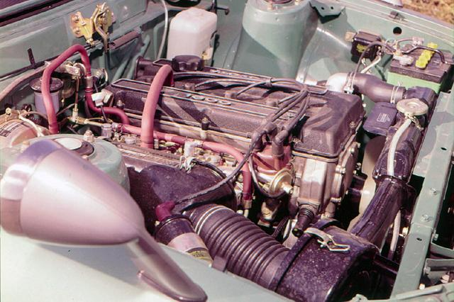 画像: セリカ/カリーナ用に開発された2T型(OHV)エンジンにDOHCヘッドを架装したのが2T-G。最高出力115psの高出力型だ。