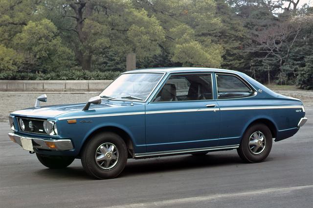 画像: いまでは貴重な2ドアセダン。カタログ値の最高速度は185km/h(レギュラーガソリン使用は180km/h)だった。