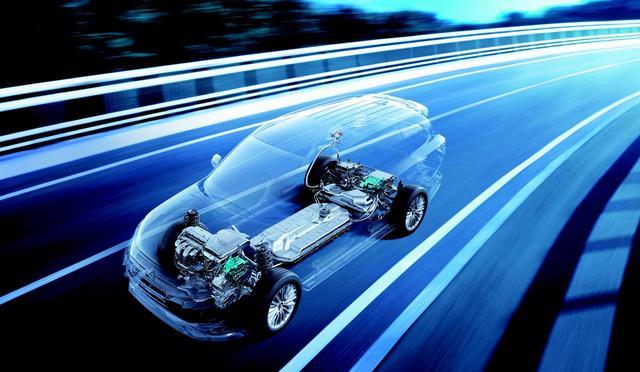 画像: 世界に先駆けてEVの量産化に成功したとも言える「i-MiEV」はもとより、アウトランダーPHEV(写真)など、三菱は電動化にも力を入れている。ただし、内燃機関もまだまだ需要が強いと言う。