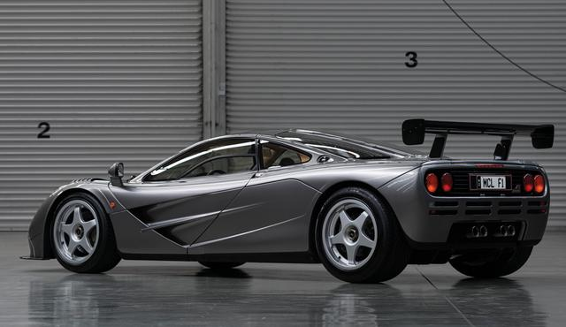 """画像: ベース車両は1994年型の初期モデルだが、後年、LMを参考にエンジンを始め専用エアロキット等々、ファクトリーにて大幅なモディファイが加えられたのが""""LM-Specification""""(©2019 Courtesy of RM Sotheby's)。"""