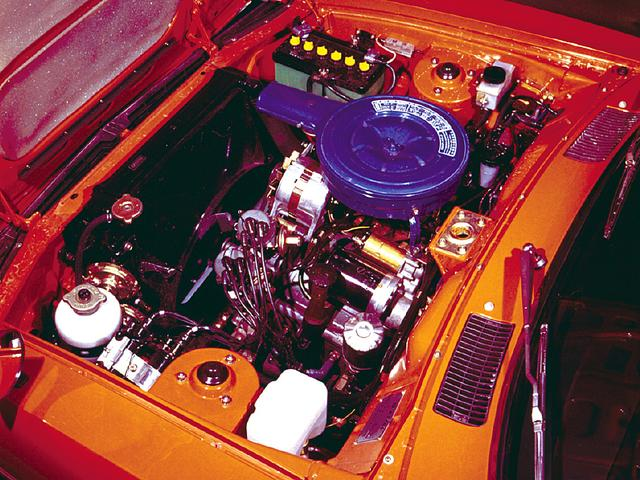 画像: 120psを発生する12A型ロータリーエンジン。4速MTまたはREマチックと呼ばれる3速ATが選べた。