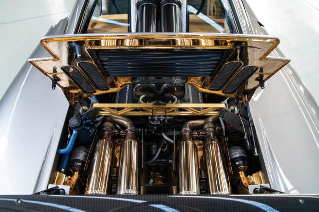 画像: エンジンはGTRやLMと同じ680bhp仕様に換装。冷却系やトランスミッションも強化されている(©2019 Courtesy of RM Sotheby's)。