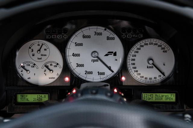 画像: スピードメーターは驚愕の400km/h仕様だが、実際に(瞬間だが)400km/h出たという非公式記録もある(©2019 Courtesy of RM Sotheby's)。