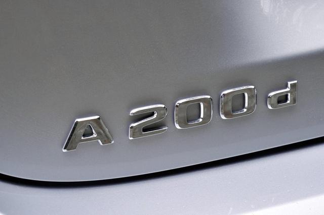 画像: 新型Aクラスは通算で5000台を超える販売数を誇り、生産が追いついていない状況という。A200dはメルセデスのコンパクトカー初のクリーンディーゼル搭載車だ。